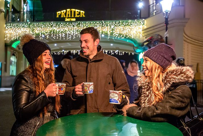 Enjoy time with friends on a Christmas Market river cruise
